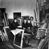 У майстэрні В.Маркаўца падчас падрыхтоўкі твораў М.Сеўрука да выставы. 5.03.1980