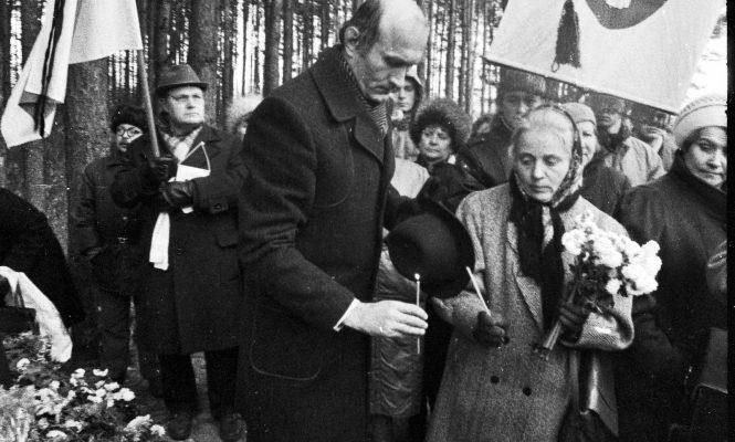 Мая Кляшторная і Зянон Пазняк. Курапаты 1989 год