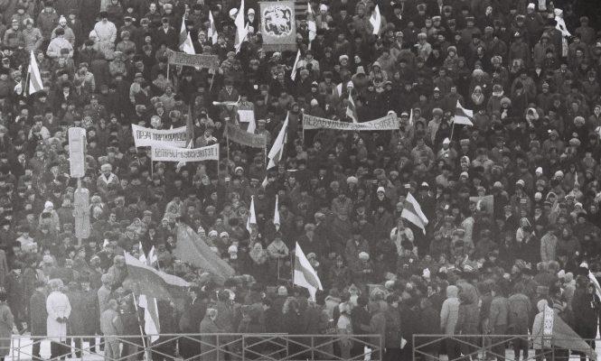 19 лютага 1989 года, Мінск, мітынг на Дынама, аўтар фота Уладзімір Сапагоў.
