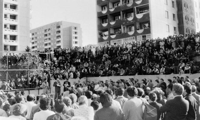 """Перадвыбарчы мітынг БНФ """"Адраджэньне"""", 1989 год, аўтар; фота Сяргей Чырык"""
